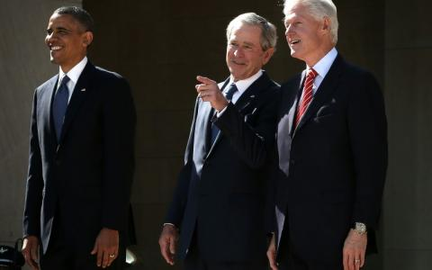 Barack Obama, George W. Bush y Bill Clinton el 25 de abril de 2013 en Dallas, Texas.